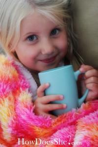 Kislány mézes teával